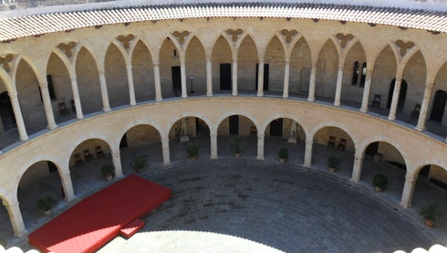 Indoor Castell de Bellver in Bellver